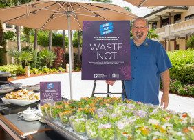 NAR CEO Bob Goldberg with Food Recovery Network sign